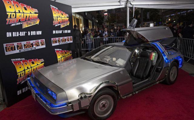 DMC-12 DeLorean Motor Company je bil na rdeči preprogi v New Yorku ob 30. obletnici kultnega filma Nazaj v prihodnost (Back to the Future). Foto Andrew Kelly Reuters