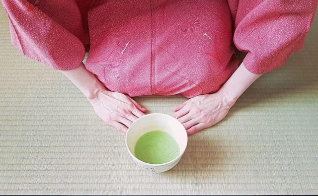 Na sobotnem dogodku bo društvo Chado Urasenke Tankokai Slovenija udeležencem pokazalo, kako postreči čaj po japonsko.<br /> FOTO: arhiv društva
