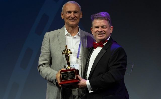 Oftalmolog Vladimir Pfeifer (levo), prejemnik nagrade za strokovni film. Foto: osebni arhiv