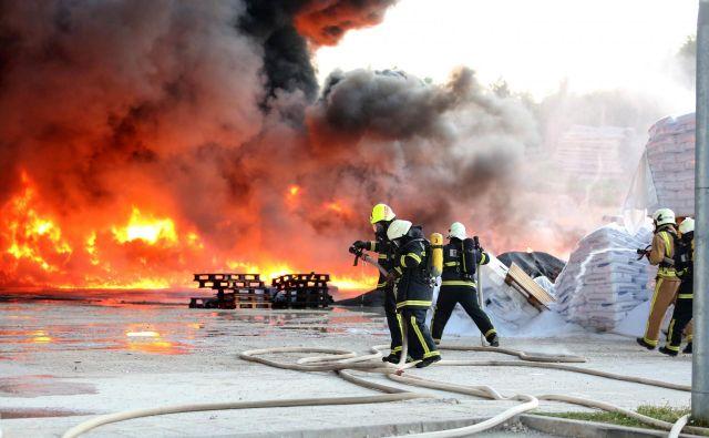 Požar v podjetju Fragmat. FOTO Ljubo Vukelič/Občina Cerknica