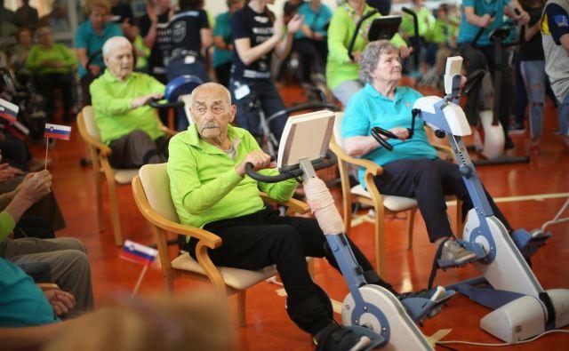 Na seniorskem maratonu Franja v fužinskem domu je sodelovalo 69 kolesarjev, povprečno starih 86 let. Foto Jure Eržen