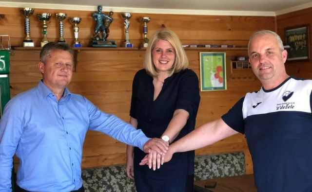 Miša Marinček je s predsednikom Izidorjem Krivcem in direktorjem Juretom Cvetkom začela novo zgodbo v Celju.FOTO: ŽRK Z'dežele.