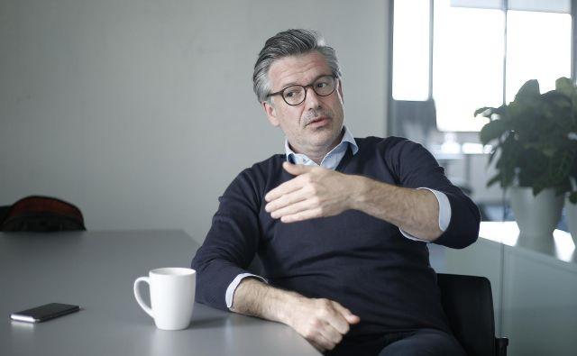 Jaka Levstek je podjetnik ter tudi mentor in predavatelj. Na magistrskem študiju strateškega marketinga na poslovni šoli Imperial College v Londonu predava podjetniški marketing. S programom so se v nekaj letih uvrstili na prvo mesto v Evropi in drugo na svetu med marketinškimi programi na univerzitetni lestvici. Fotografiji Blaž Samec