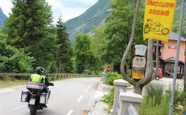 Od letošnjih 14 ponesrečenih motoristov v Posočju je bilo 13 tujcev, od tega sedem Avstrijcev. FOTO: Blaž Močnik