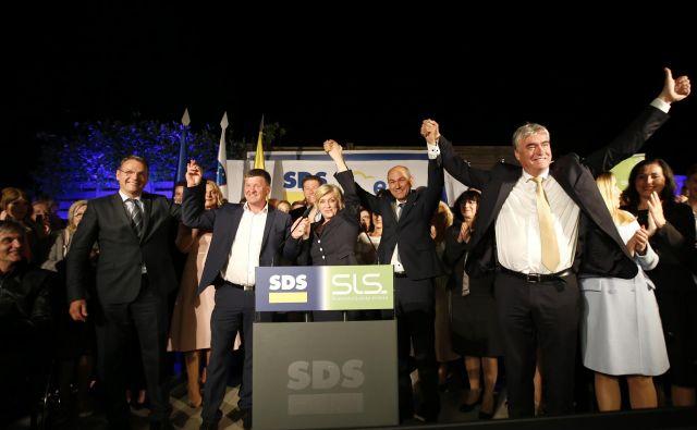Kritične razprave glede tega, da je bil kot tretji na skupni listi v Evropski parlament izvoljen kandidat SLS Franc Bogovič in ne morebiti še en kandidat oziroma kandidatka SDS, danes Anže Logar ni slišal. FOTO: Matej Družnik/Delo
