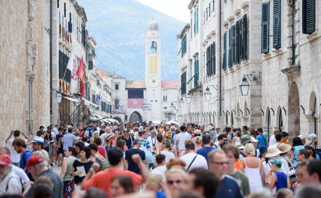 Turistična sezona na Hrvaškem se je začela, a gostinci in hotelirji opozarjajo, da jim primanjkuje delovne sile. FOTO: Cropix