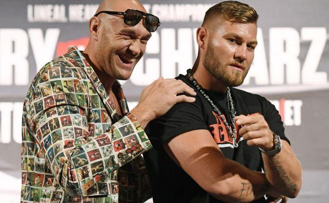 Tyson Fury (levo) je izrazit favorit proti Tomu Schwarzu, ki pa verjame v svoje sposobnosti. FOTO: AFP