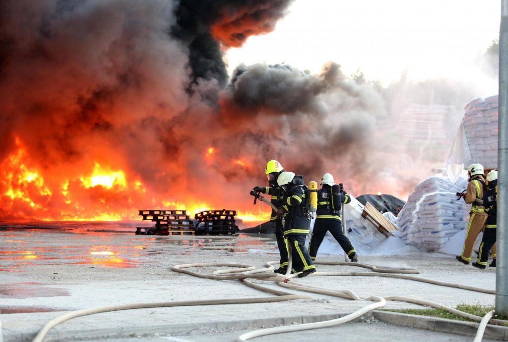 FOTO:V nekem trenutku je bilo na intervenciji vsega skupaj 450 ljudi