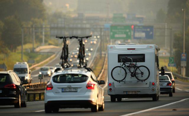 Povečan promet je praktično na vseh domačih avtocestah. FOTO: Jure Eržen/Delo