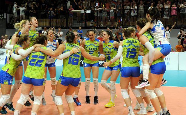Slovenske odbojkarice so se zasluženo veselile uvrstitve v finale srebrne evropske lige. FOTO: Aleš Oblak/CEV
