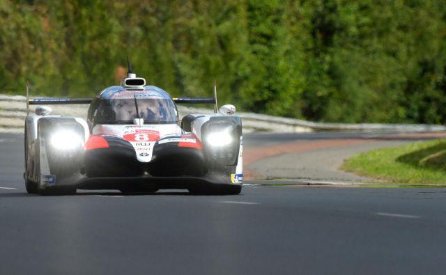 Fernando Alonso je skupaj z ekipo Toyoti priboril drugo zaporedno zmago v Le Mansu. FOTO: AFP