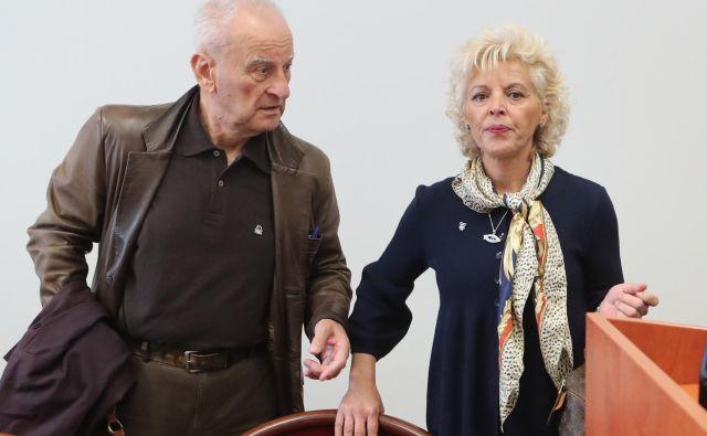 Zlata Olah s pooblaščencem Nikolo Kljajićem zahteva izločitev sodnice. FOTO: Dejan Javornik