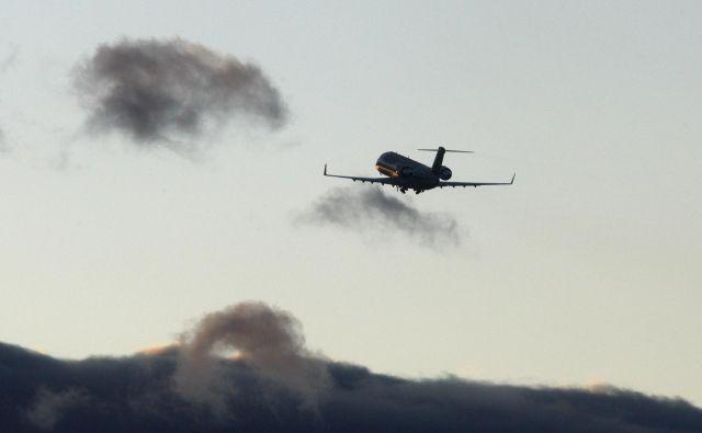 Če bi nastala odstopanja od varnosti letenja, bi agencija za civilno letalstvo ukrepala. Foto Blaž Samec