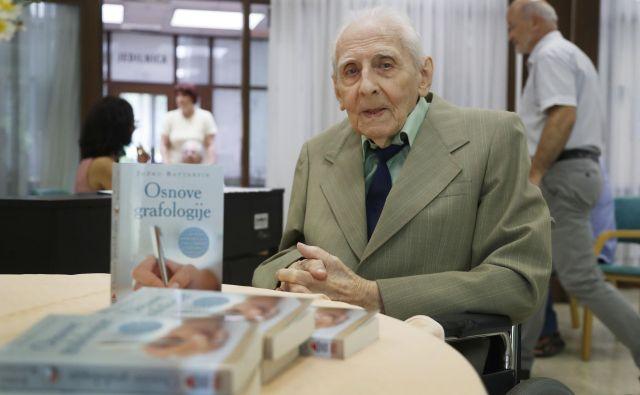 Knjiga Osnove grafologije Jožka Battestina je plod večdesetletnega raziskovanja. FOTO: Leon Vidic
