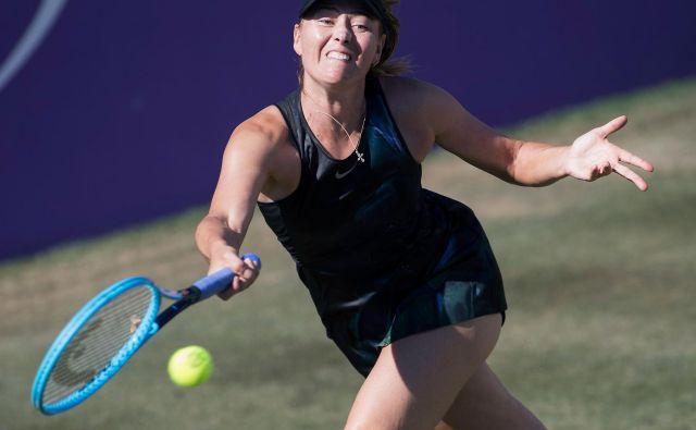 Marijo Šarapovo zanimajo številne stvari, a tenis je vendarle njena prva ljubezen. Včeraj je na Mallorci dosegla prvo zmago na travi po letu 2015. FOTO: AFP