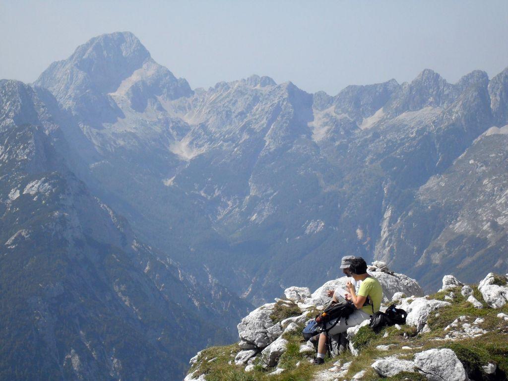 Na območju Prisojnika reševali tri planince