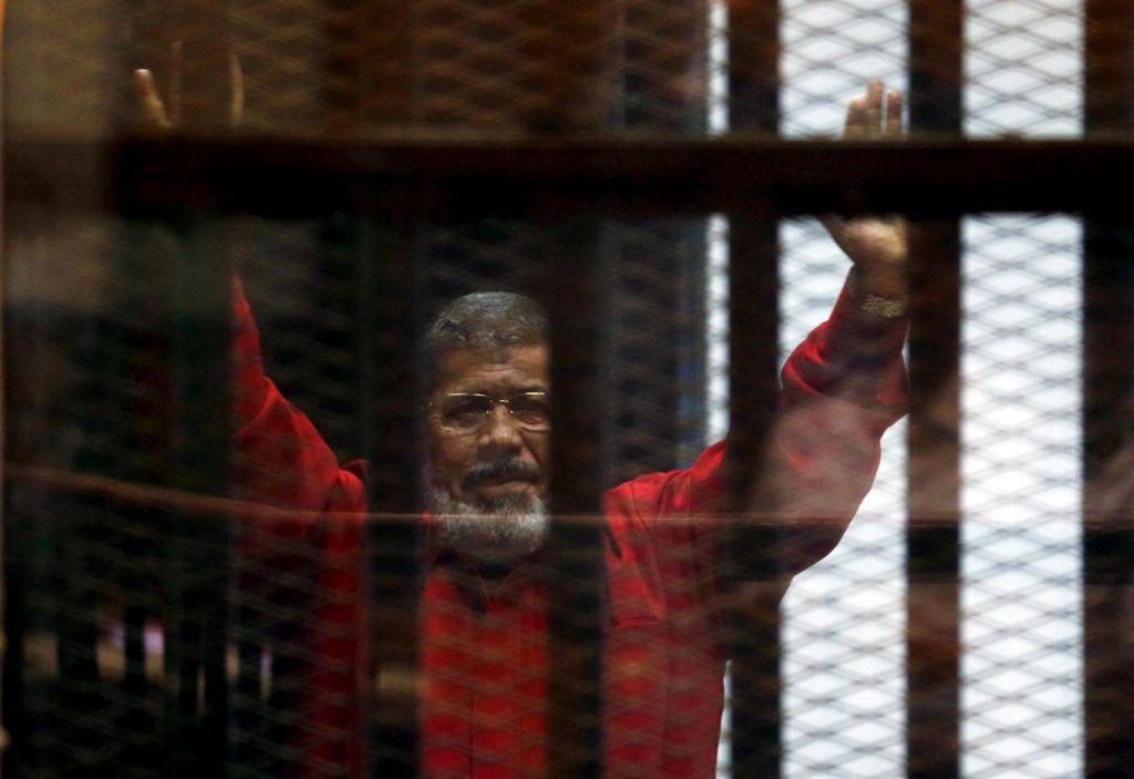 Nekdanji egiptovski predsednik Mohamed Morsi umrl na sodišču