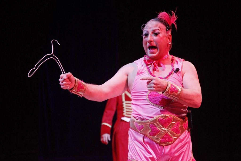 Kjer vladajo klovni, cirkusi propadajo