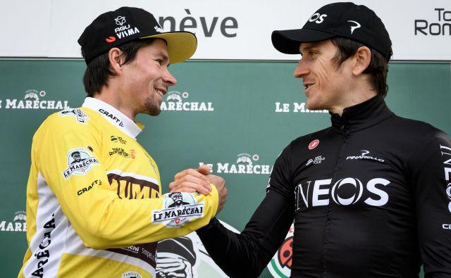 Takole je Geraint Thomas 5. maja Primožu Rogliču čestital za zmago na dirki po Romandiji, ki jo je sam končal na 3. mestu. Valižanova vrnitev v Švico pa je bila boleča. FOTO: Fabrice Coffrini/AFP