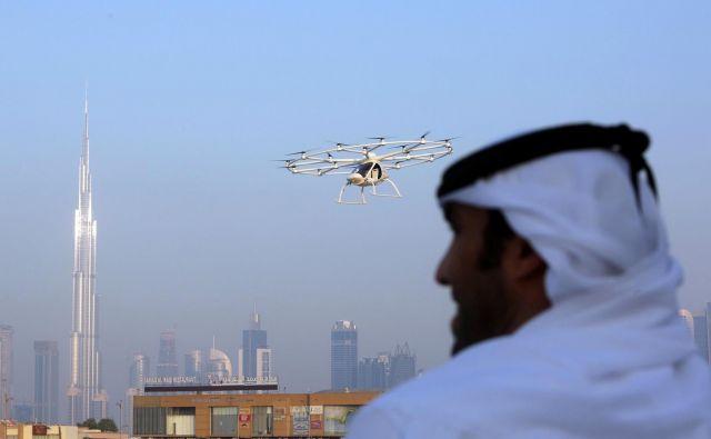 Pogled na leteči taksi v Dubaju. Foto Reuters