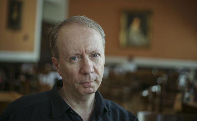 Vladimir P. Štefanec pravi, da je pri fotografiji in življenju, ki ga živimo, odločilna svetloba. FOTO: Jože Suhadolnik
