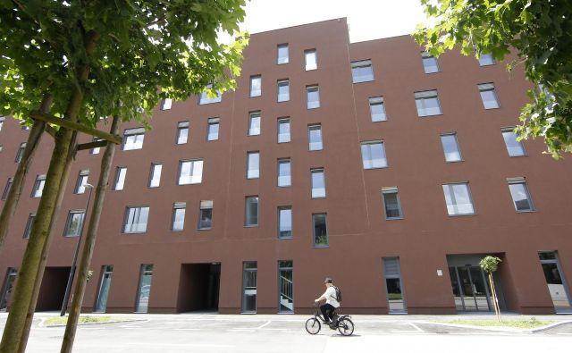 Stanovanjsko-poslovi kompleks je bil zasnovan kot dopolnitev vrzeli med obstoječimi tremi stanovanjskimi soseskami (Polje I, Polje II in Polje III). FOTO: Mavric Pivk/Delo