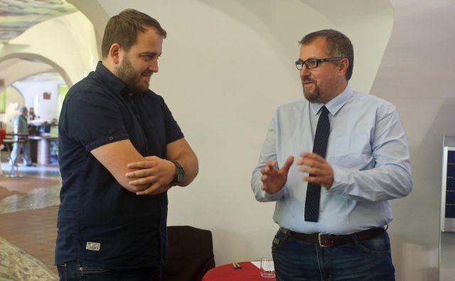Andrej Ču�š, predsednik Zelenih Slovenije, in Igor Juri�šič, predsednik Stranke mladih – Zelenih Evrope, sta danes podpisala dogovor o sodelovanju. FOTO: Tadej Regent/Delo