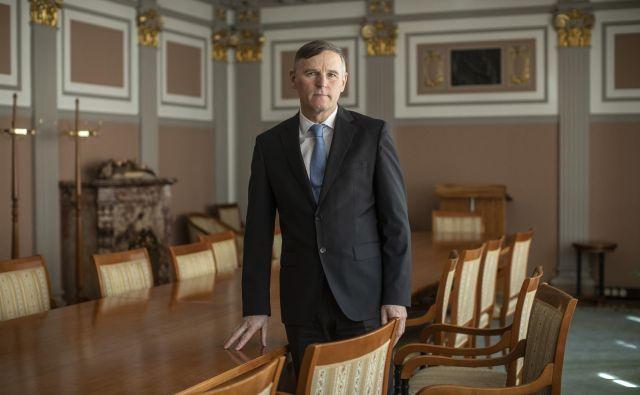 Finančni minister Andrej Bertoncelj je opustil idejo o višji razbremenitvi nagrad za uspešnost. Foto Voranc Vogel