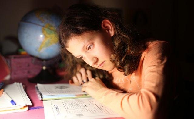 Tretjina otrok v nižjih razredih ima možnost, da domače naloge naredi že v času podaljšanega bivanja. FOTO:Tomi Lombar/Delo