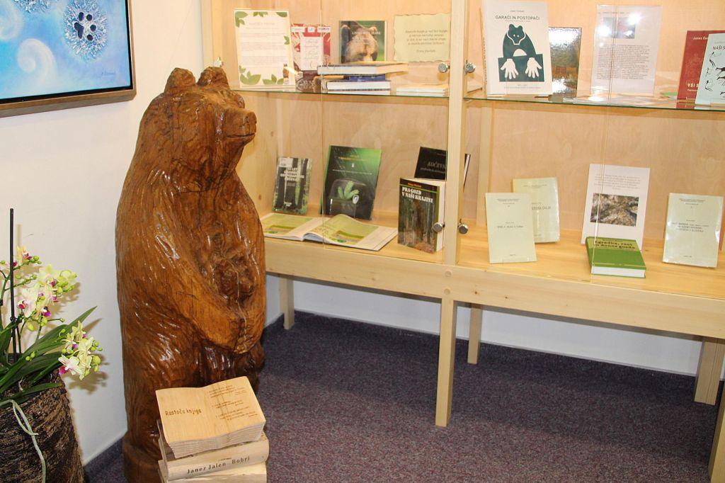 FOTO:Rastoča knjiga tudi v Kočevju