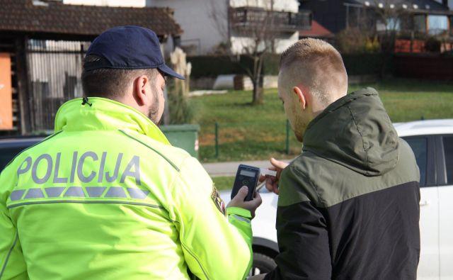 Rekorderja so ustavili črnomaljski policisti, voznik je imel 2,4 promila alkohola v krvi, v okolici Brežic pa so ustavili voznika, ki je bil poleg alkohola tudi pod vplivom prepovedanih drog. FOTO: PU Novo mesto
