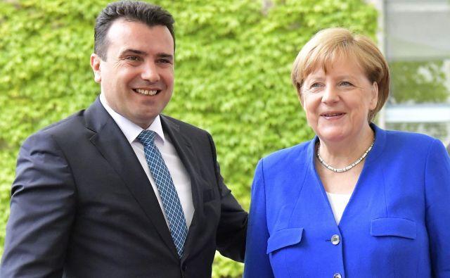 Čeprav je Severna Makedonija ostala praznih rok, se je premier Zoran Zaev oprl na obljubo nemške kanclerke Angele Merkel, da bo Nemčija jeseni prižgala zeleno luč. FOTO: Tobias Schwarz/AFP