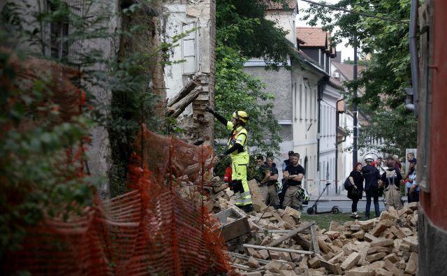 Poruš�ena stavba na Gornjem trgu 30 v Ljubljani. FOTO: Blaž Samec/Delo