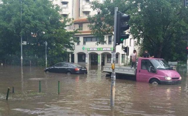 Voda v Beogradu je voda zalila ulice. FOTO: Milena Zupanič