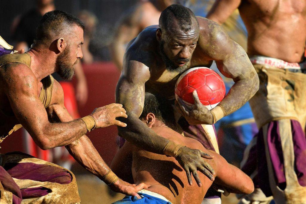FOTO:Krvava različica nogometa