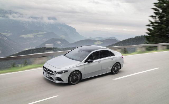 Mercedesova limuzina razreda A prinaša vso napredno tehnologijo in dizelske ter bencinske motorje kot petvratna kombilimuzina, od katere se loči po bolj aerodinamični zunanjosti in triprostorski zasnovi z veliko prostora na zadnji klopi ter v prtljažniku. Foto: Mercedes