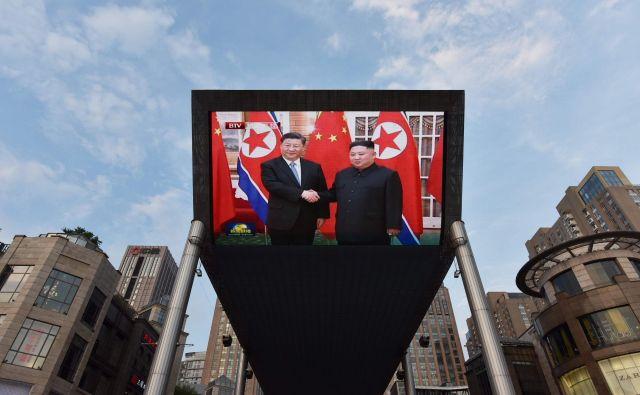 Za Xija je obisk v Pjongjangu ena od močnejših kart za njegovo srečanje s Trumpom prihodnji teden. Foto: Greg Baker/Afp