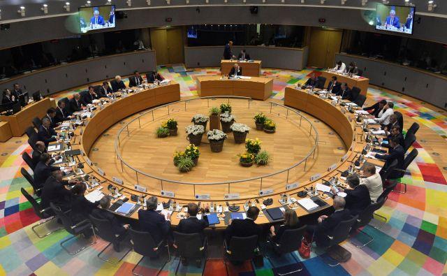 Pri izbiranju ljudi na vodilne položaje v EU mora biti doseženo ravnotežje ob upoštevanju različnih meril: poleg politične pripadnosti tudi spol, velikost države in njena lega. Foto: Reuters