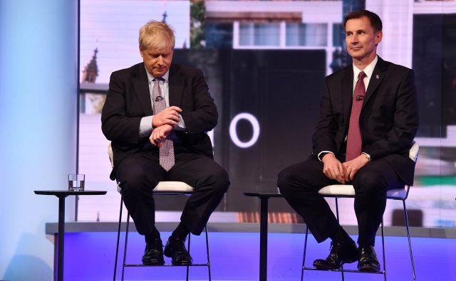 Boris Johnson in Jeremy Hunt med nedavnim televizijskim soočenjem. FOTO: Jeff Overs/Afp