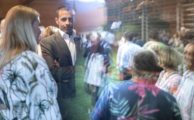 Aleksander Čeferin je na Škrabčevi domačiji, med drugim, spregovoril tudi o vodenju Uefe. Foto Voranc Vogel