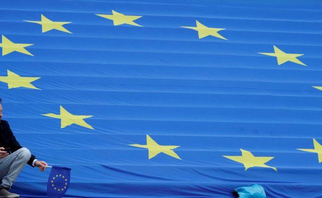 Letos lahko vsak poslanec na mesec za svoje asistente odšteje 24.943 evrov. FOTO: Reuters