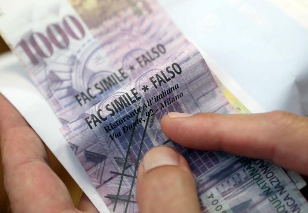 Vlada pri zakonu o konverziji CHF kreditov zategnila ročno zavoro