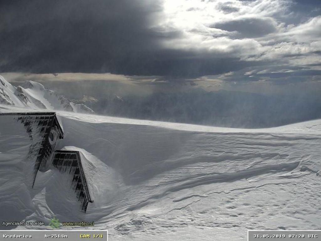 FOTO:V 18 dneh pobralo tri metre snega