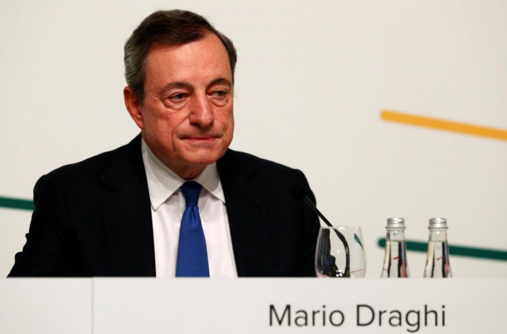 Odmevajo Draghijeve besede o možnem nadaljnjem znižanju obresti
