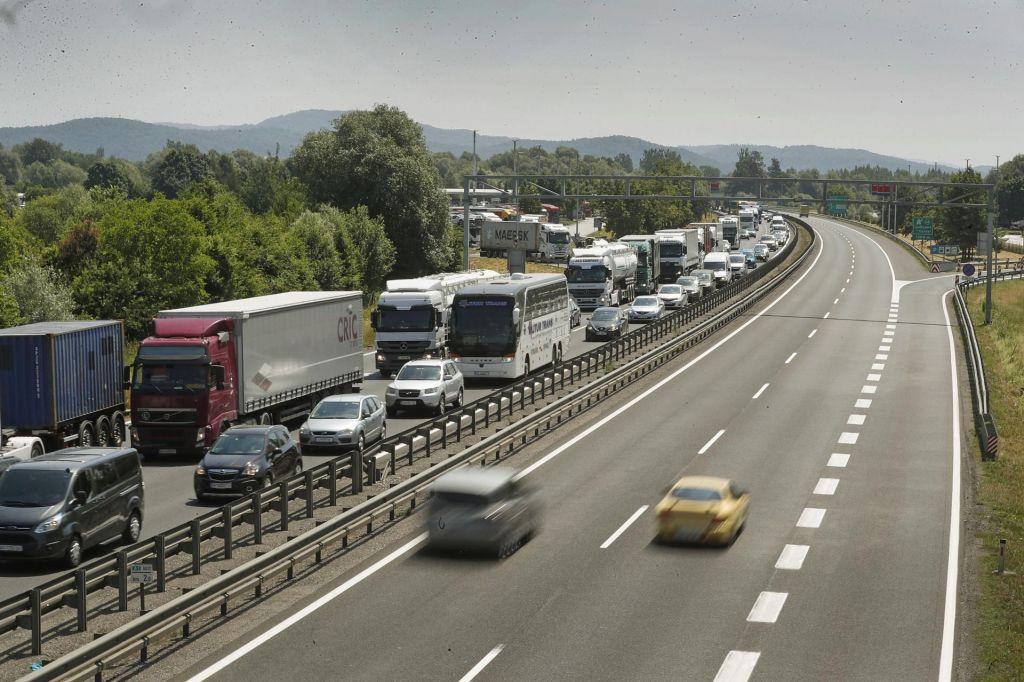 FOTO:Lepo vreme vzbuja lažen občutek varnosti na cesti