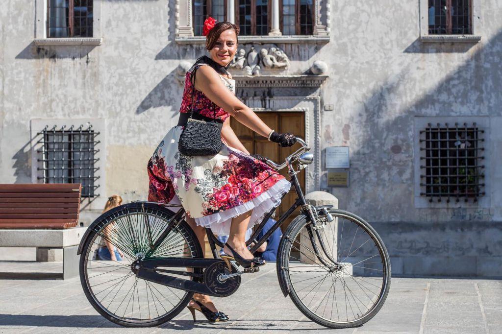 Ženske na biciklu, 9. del: Za kolo potrebna posebna toaleta