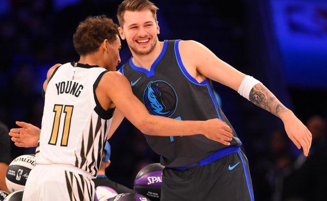 Luka Dončić in Trae Young (levo) sta velika tekmeca, a tudi dobra prijatelja. FOTO: USA Today Sports