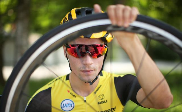 Za Primoža Rogliča je bil letošnji Giro d'Italia nova izkušnja, kot kapetan ekipe se je boril za zmago. FOTO: Jure Eržen/Delo