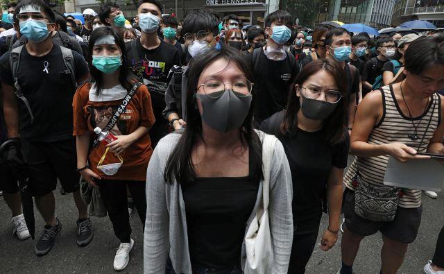 Protestniki so okupirali policijsko postajo. FOTO: Ann Wang Reuters