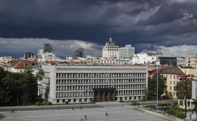 Stavbo tedanje skupščine so gradili in opremljali od leta 1954 do leta 1959, pri gradnji pa je sodelovalo štirideset državnih in obrtniških podjetij ter sedemindvajset zasebnih obrtniških mojstrov. Foto Leon Vidic